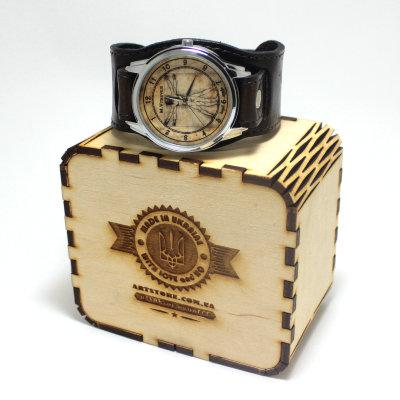 Часы с футляром с гербом украины